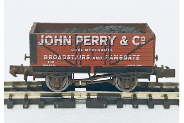 S2592NW - John Perry & Co N-Gauge 7-Plank (Weathered)