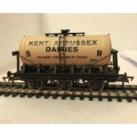 S2597W - Kent & Sussex 00 Gauge 6-wheel Milk Tanker (Weathered)