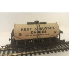 S2599W - Kent & Sussex 00 Gauge 6-wheel Milk Tanker 018 (Weathered)