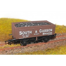 S2602P - South & Gasson 00 7 Plank Coal Wagon (Pristine)